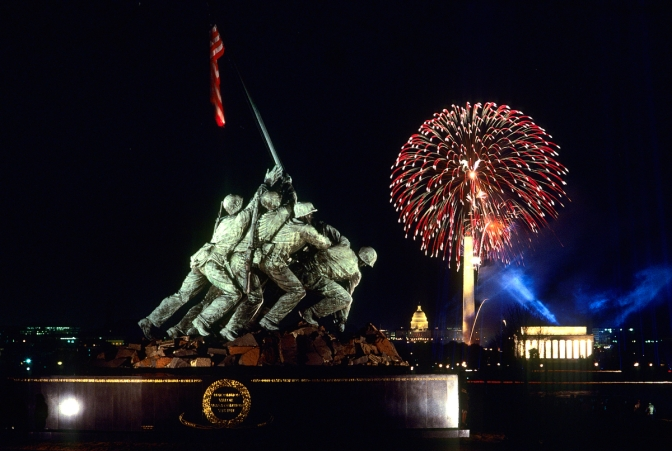 The 1980 Fourth of July fireworks display in Washington, DC, is seen from the Iwo Jima Memorial in Arlington, VA. (Robert K. Hamilton / The Baltimore Sun)